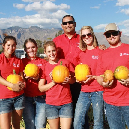 Harvest day on the farm. Front row from left: CALS student ambassadors Torey Mayfield, McKenna Claughey, Cheyanne Keith, Kelli Rovey and Cody Benton; with adviser Frank Santiago (back row, center). (Photo by Gabrielle Fimbres)